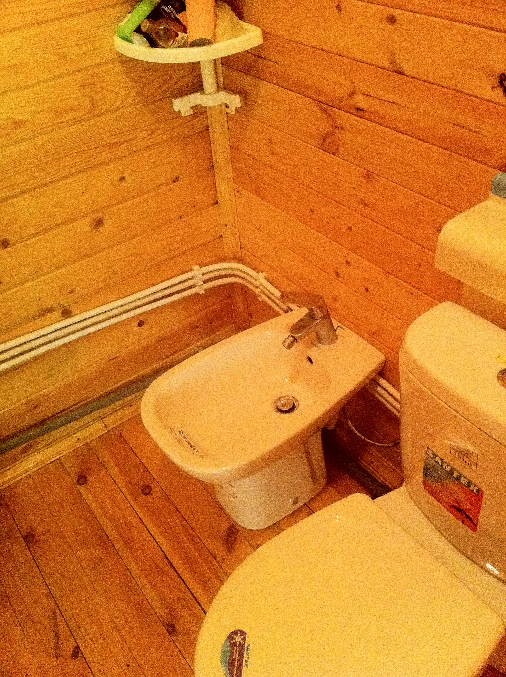 Монтаж туалета своими руками в деревянном доме